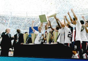 US lift Gold Cup in 2007 (CONCACAF.com)